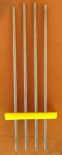 Four electrodes with 1cm spacing.