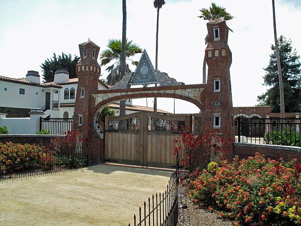 court_gate