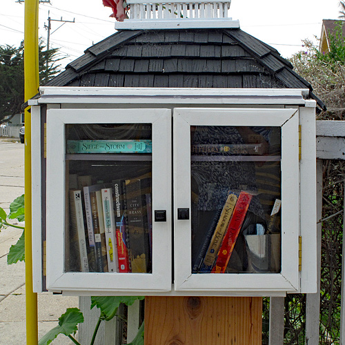 Little-free-library-Broadway